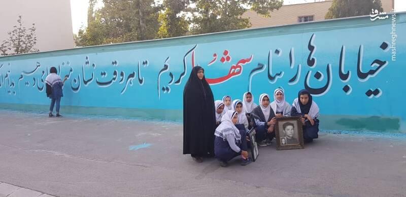گذرگاه خون روی دیوار مدرسه دخترانه