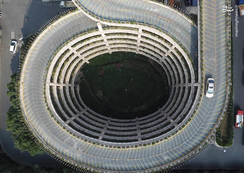 نمایی متفاوت از یک پارکینگ طبقاتی در چین